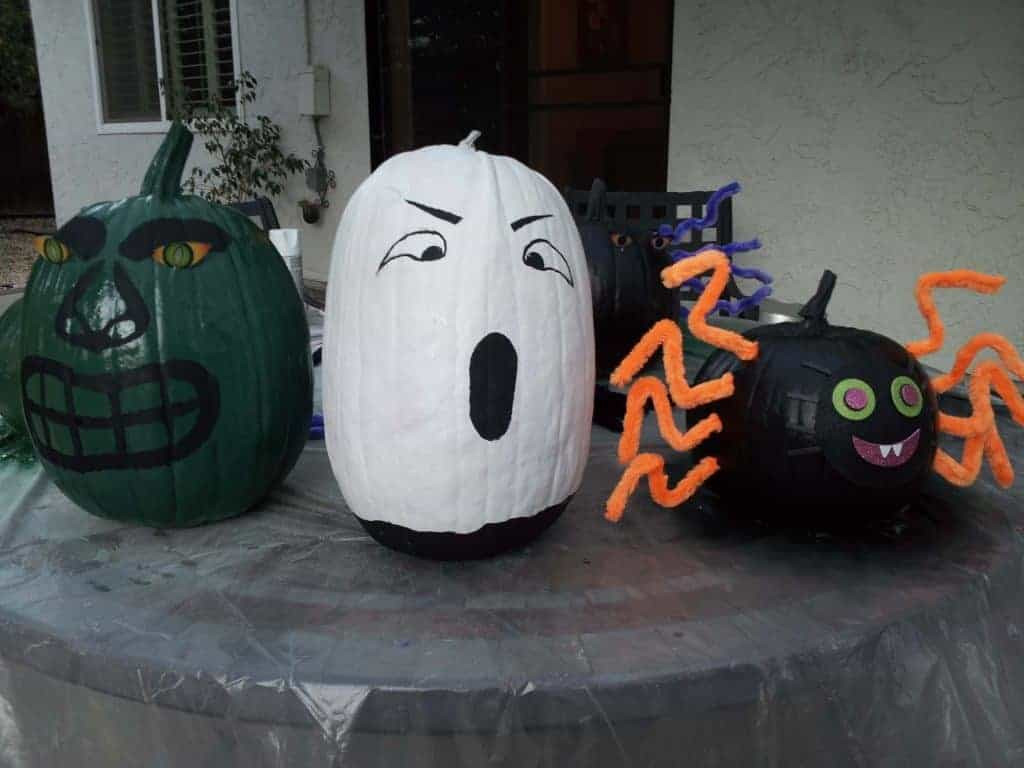 easy halloween ideas, easy fall activities for kids, family halloween activities, fun family activities for fall, pumpkin painting, affordable family activities for halloween